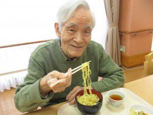 昼食は煮込みラーメン♪  【デイサービスセンター七瀬】