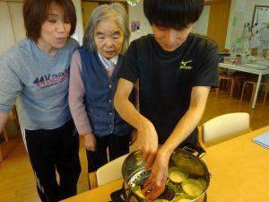 【七瀬の杜】おやつ作りの様子が紹介されました!