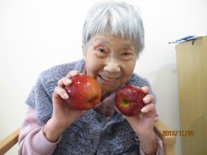 旬のりんごで~グループホームまゆ篠ノ井~
